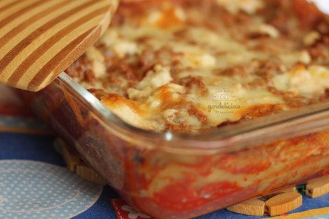 Como fazer lasanha à bolonhesa. Receita em http://gordelicias.biz.