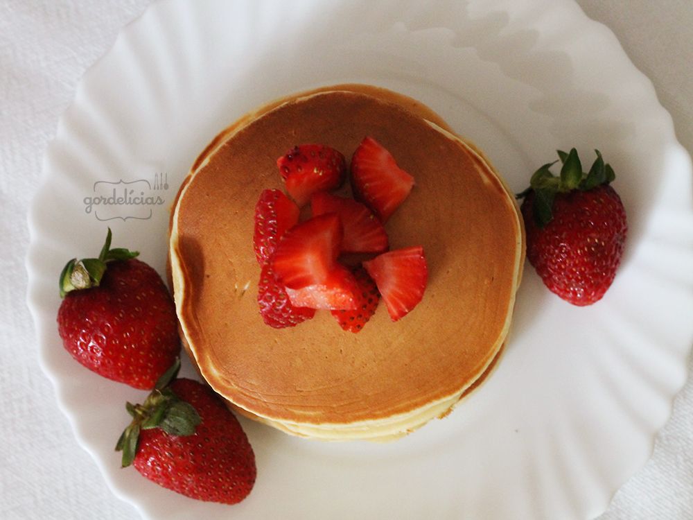 Como fazer: Panquecas Americanas. Receita infalível para um café da manhã dos campeões! Receita completa em https://gordelicias.biz/.