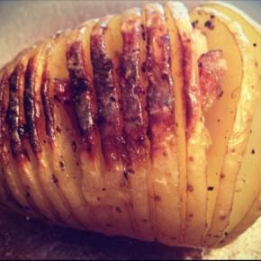 Batata assada fatiada com quatro pimentas