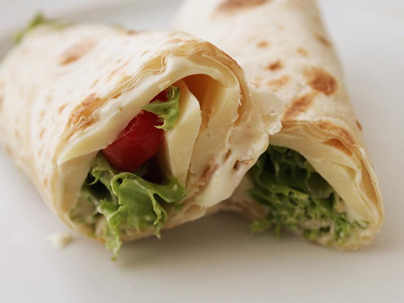 Wrap com Pasta de Soja. Receita completa em http://gordelicias.biz.