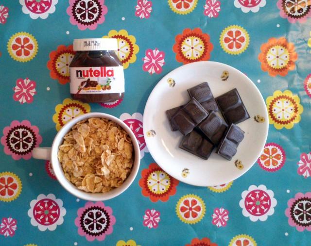 Crocante de chocolate com Nutella. Confira o passo a passo completo para fazer essa sobremesa incrível em https://gordelicias.biz/.