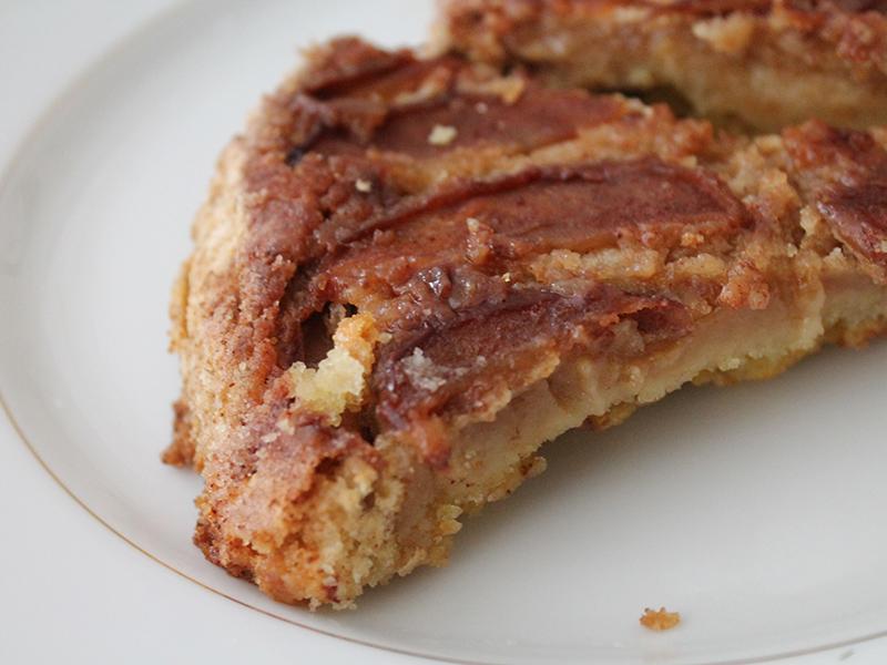 Como fazer a Torta Mágica de Maçã. Receita fácil e super gostosa, com passo a passo em https://gordelicias.biz/.