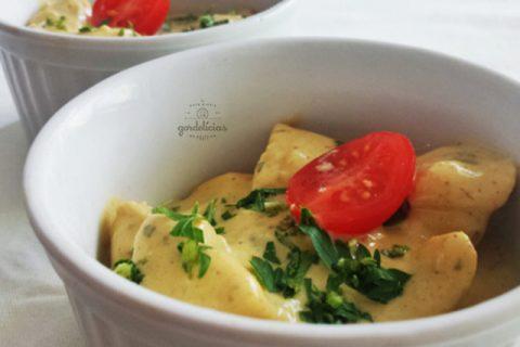Picadinho de Frango ao Curry. Receita completa em https://gordelicias.biz/.