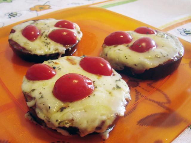 Mini Pizza de Beringela. Receita completa em http://gordelicias.biz.