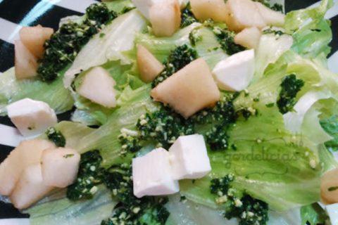 Salada com Pesto de Hortelã e Pêra. Receita completa em http://gordelicias.biz.