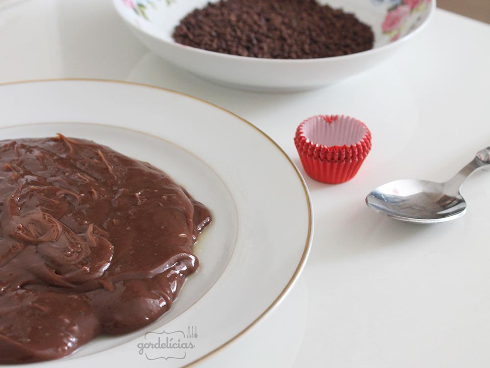 Brigadeiros de Chocolate | Receita completa disponível em https://gordelicias.biz/