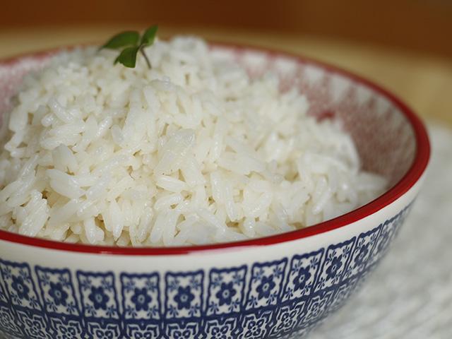 Como fazer arroz branco simples. Passo a passo completo em http://gordelicias.biz.