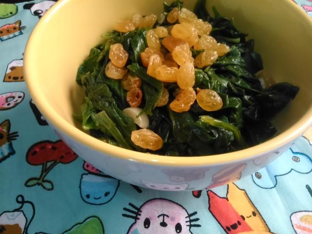 Salada de Espinafre com Passas ao Rum