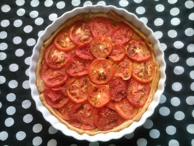 Torta de Tomate. Receita completa em https://gordelicias.biz/.