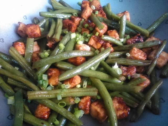 Stir Fry de Tofu com Vagem Francesa. Receita completa em http://gordelicias.biz.