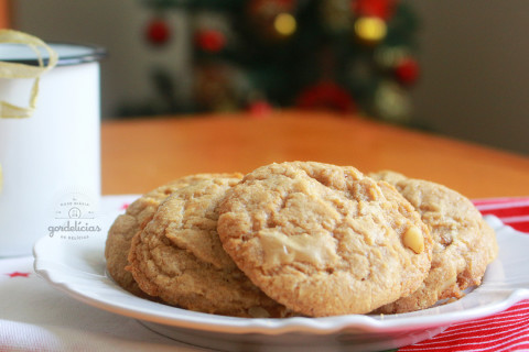 Cookies de Chocolate Branco e Macadâmia. Receita completa em https://gordelicias.biz/.