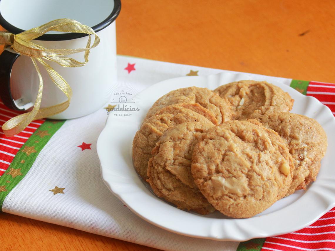 Cookies de Chocolate Branco e Macadâmia. Receita completa em http://gordelicias.biz.