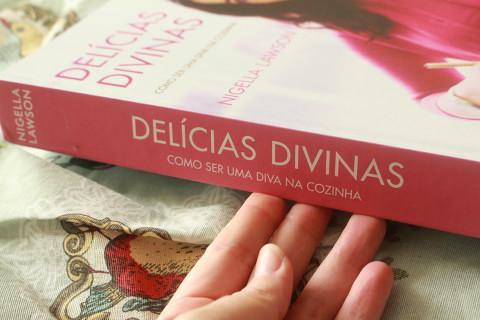 Resenha do livro Delícias Divinas - como ser uma diva na cozinha, da Nigella Lawson.