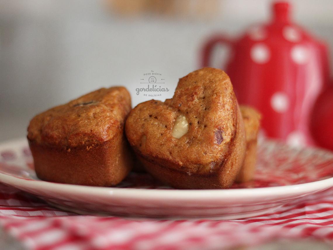 Muffin de Mel e Castanha. Receita completíssima em https://gordelicias.biz/.