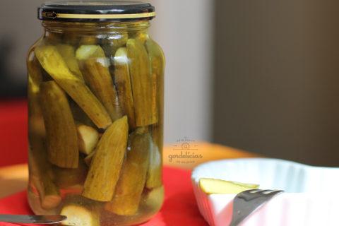 Como fazer Picles de Pepino. Receita base que serve tanto para o pepino quanto outros legumes. Mais em https://gordelicias.biz/.