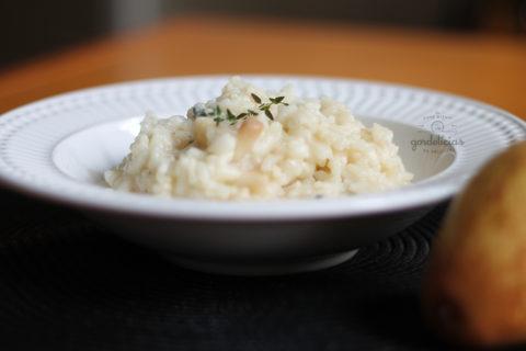 Risoto de Pêra com Gorgonzola. Receita deliciosa, completinha em https://gordelicias.biz/.