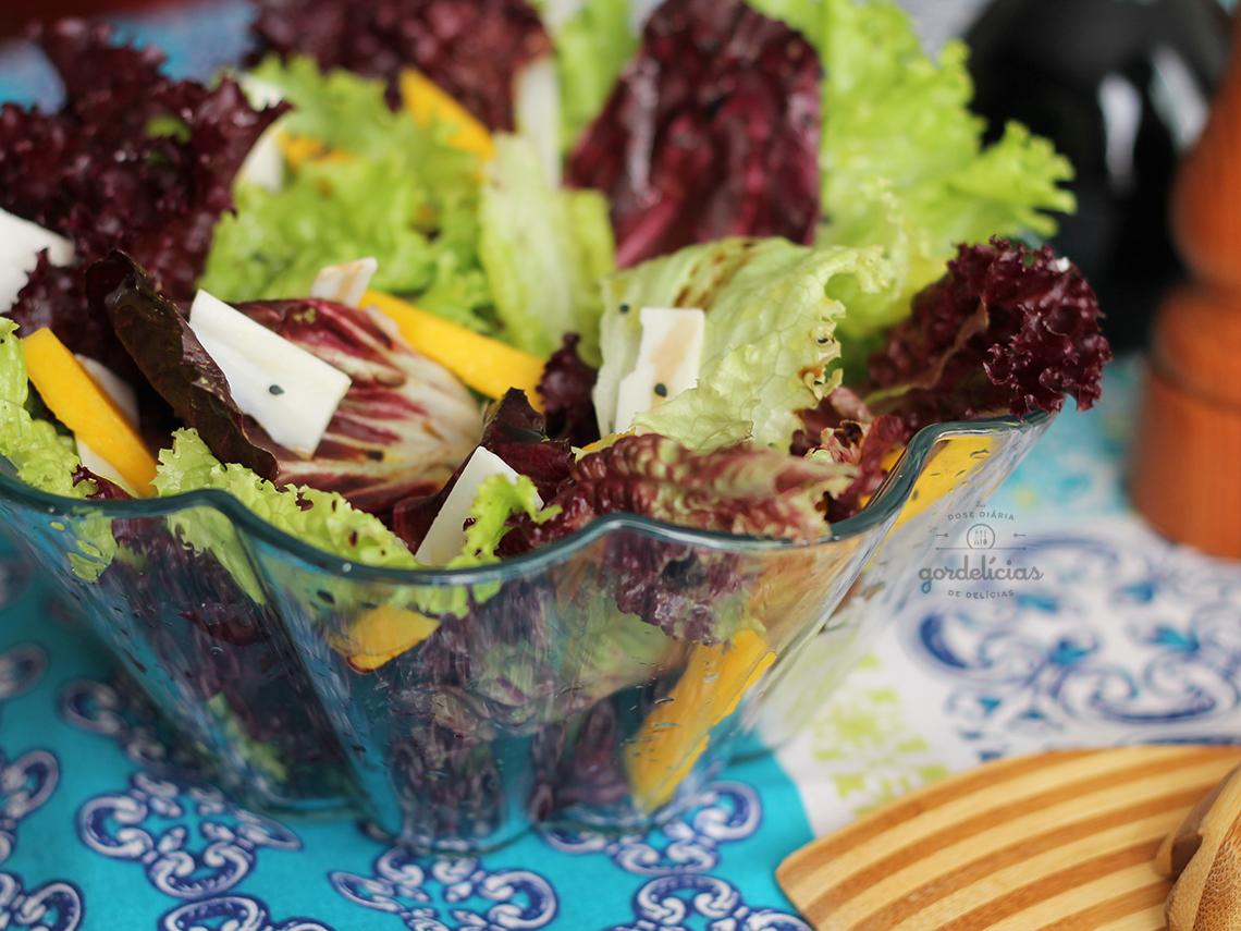 Salada Verde com Manga e Queijo de Cabra