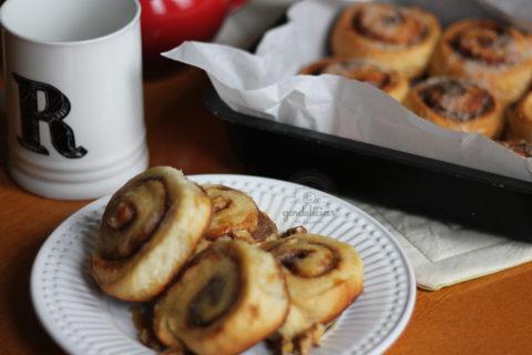 Cinnamon Rolls, os famosos enroladinhos recheados com açúcar e canela. Receita deliciosa lá no http://142.93.187.123.