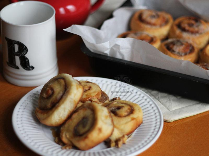 Cinnamon Rolls, os famosos enroladinhos recheados com açúcar e canela. Receita deliciosa lá no http://gordelicias.biz.