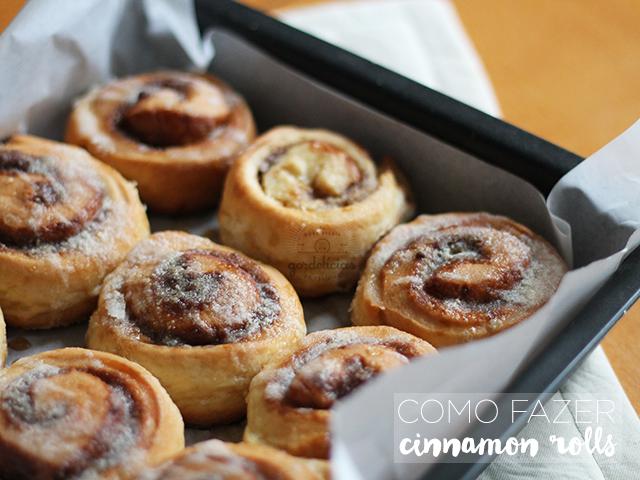 Cinnamon Rolls, os famosos enroladinhos recheados com açúcar e canela. Receita deliciosa lá no https://gordelicias.biz/.
