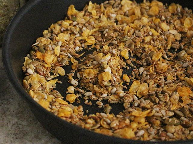 Como fazer granola salgada. Post completo em http://gordelicias.biz.