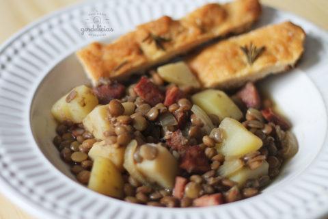 Lentilha com Linguiça e Batata. Receita completa em http://gordelicias.biz.