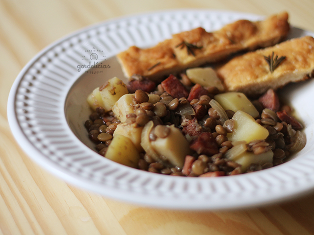 Lentilha com Linguiça e Batata