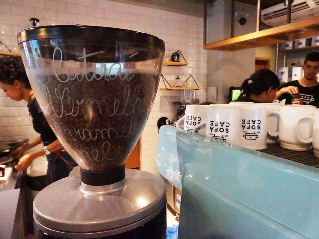 Coffeeaholic: experiência sensorial para os apaixonados por café no Sofá Café RJ. Mais em https://gordelicias.biz/.