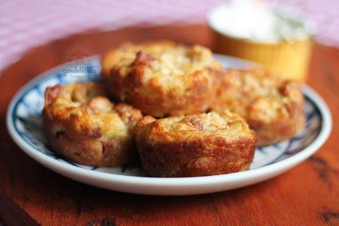 Aprenda a fazer um delicioso Muffin de Linguiça com Muçarela numa receita fácil e prática. Passo a passo completo em http://gordelicias.biz.