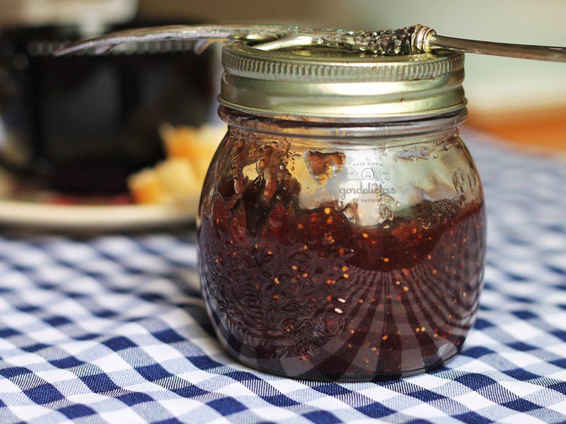 Geleia de Figo e Vinho. Receita deliciosa e fácil de fazer, completa em https://gordelicias.biz/.