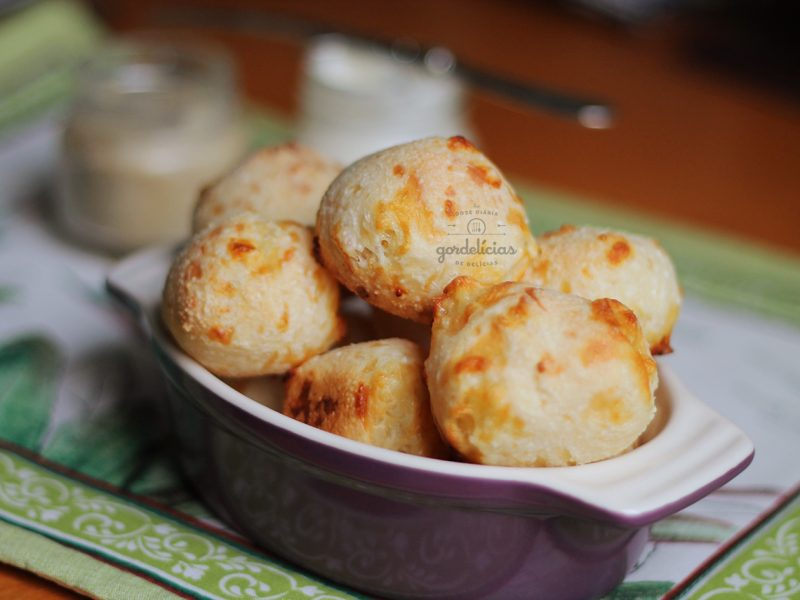 Pão de Queijo com Tapioca. Receita fácil e divertida para fazer com as crianças. Mais em http://gordelicias.biz.