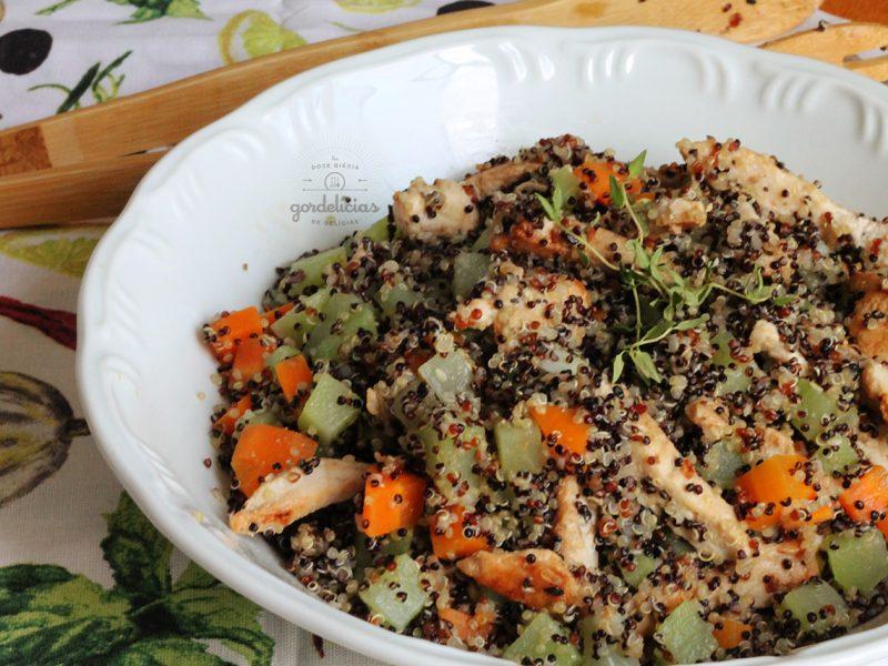 Quinoa com Frango e Legumes. Receita saudável e completa em http://gordelicias.biz.