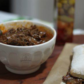 Peito Bovino na Panela de Pressão. Aprenda a fazer uma carne desfiando, super suculenta e saborosa. Passo a passo em http://raquelicias.com.br.