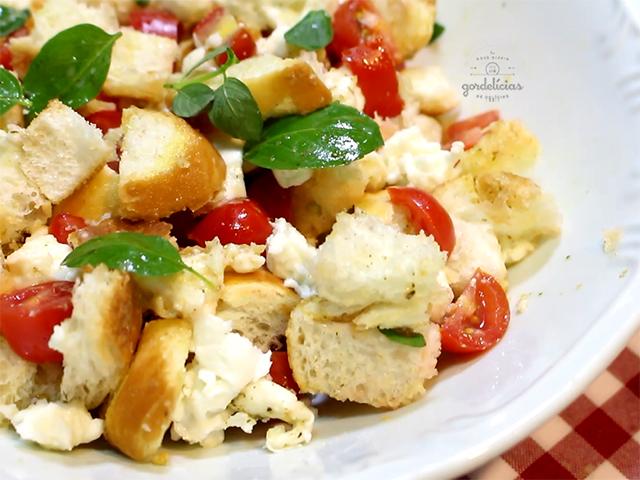 Panzanella - Salada de Pão Italiana. Receita deliciosa e prática, completa em http://gordelicias.biz.