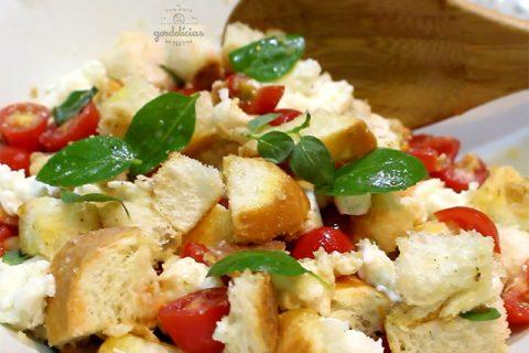 Panzanella - Salada de Pão Italiana. Receita deliciosa e prática, completa em https://gordelicias.biz/.