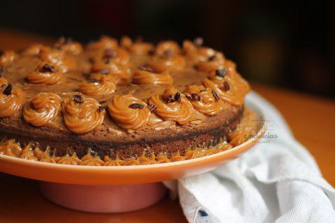 Bolo Brownie de Chocolate Meio Amargo e Doce de Leite. Receita completa em http://gordelicias.biz.