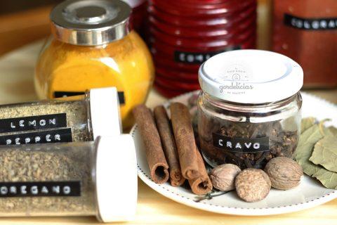 Confira a nossa lista de 20 temperos e especiairas essenciais para ter na cozinha. Post completo em http://gordelicias.biz.