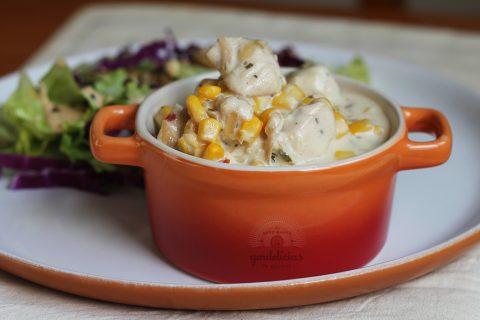 Frango Cremoso com Milho. Receita rápida e deliciosa, completa em https://gordelicias.biz/.