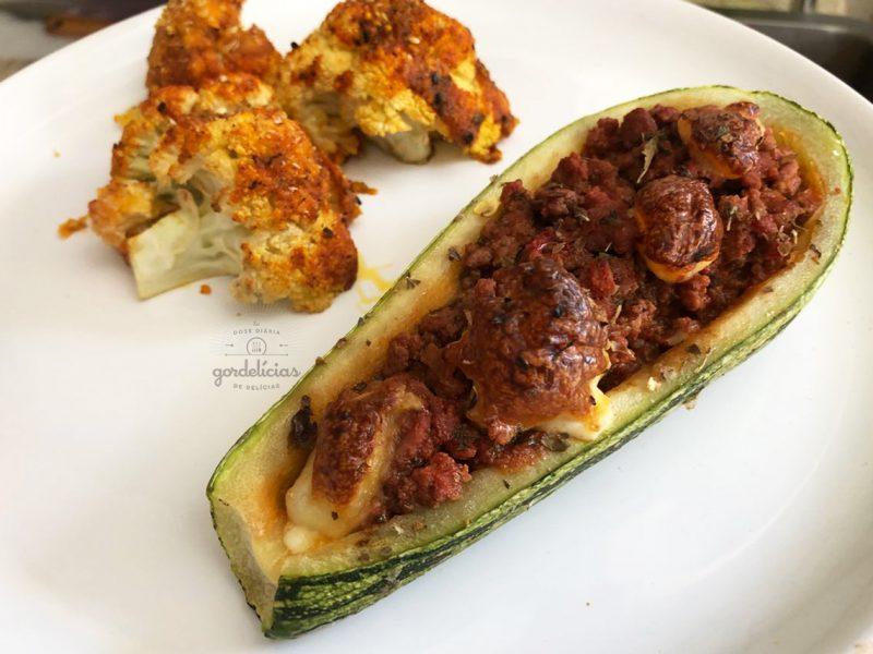 Abobrinha Recheada com Carne Moída. Passo a passo completo em http://gordelicias.biz