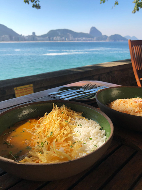 Café 18 do Forte: café da manhã e almoço no coração de Copacabana. Confira a resenha completa em https://gordelicias.biz/.