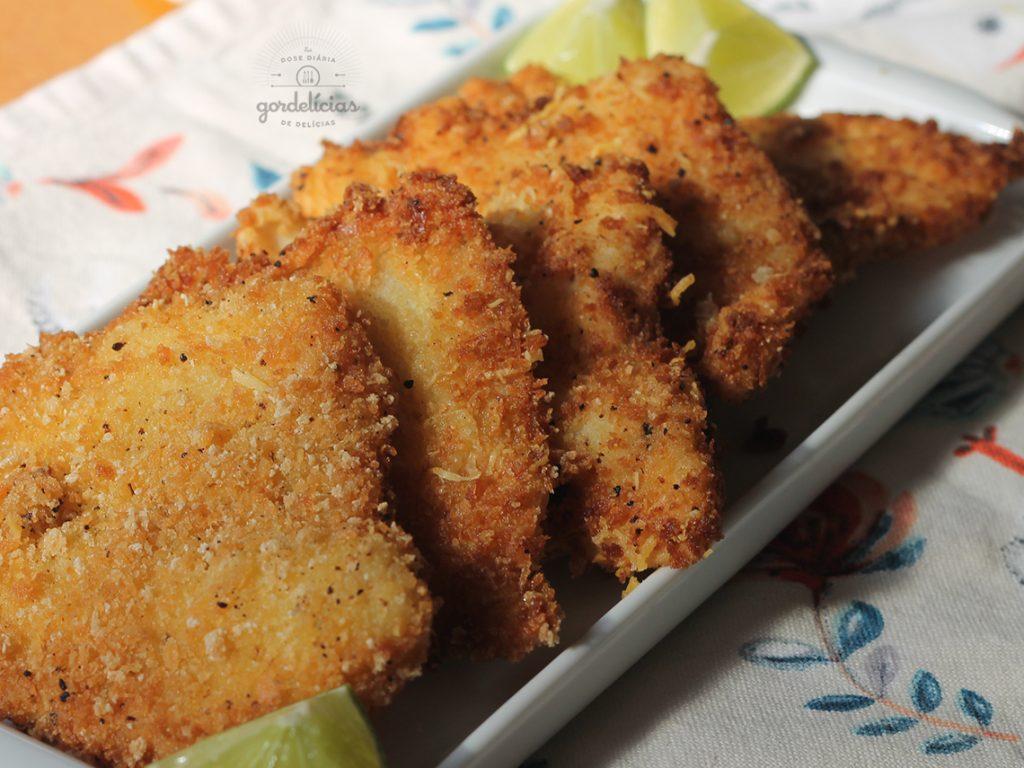 Filé de Peixe Frito e Crocante. Confira o passo a passo para arrasar nesse prato acessando http://gordelicias.biz.