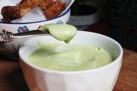 Maionese Verde Caseira - receita completa em http://142.93.187.123.