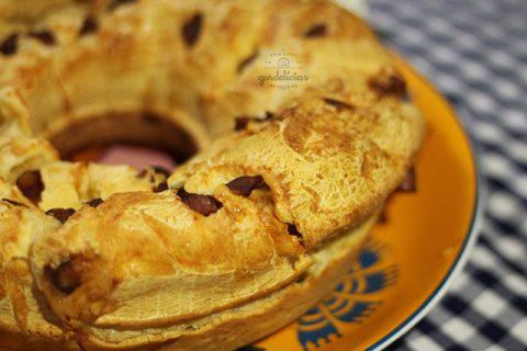Bolo de Pão de Queijo com Calabresa. Receita completa em http://142.93.187.123.