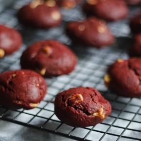 Cookie Red Velvet com Chocolate Branco :: Raquelícias